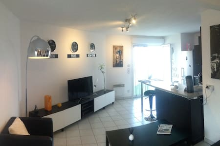 Apartment 710 sq  ft with terrace, private parking - Wohnung