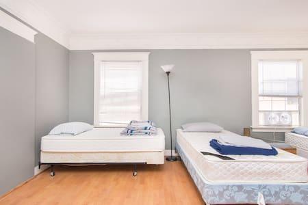 Big room w 3 beds, Los Angeles - Los Angeles - Apartment