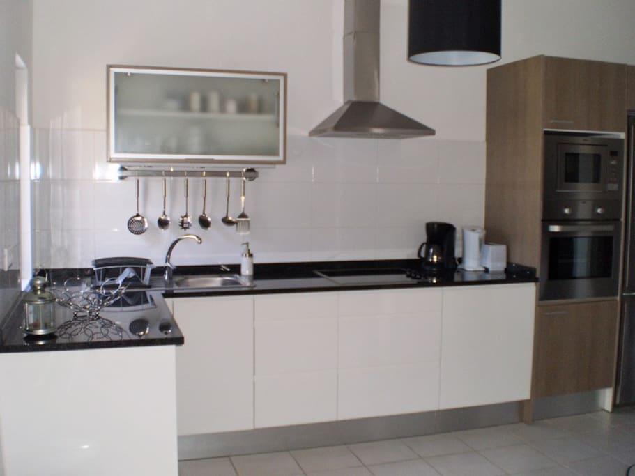 american kitchen fully equipped / cocina americana totalmente equipada