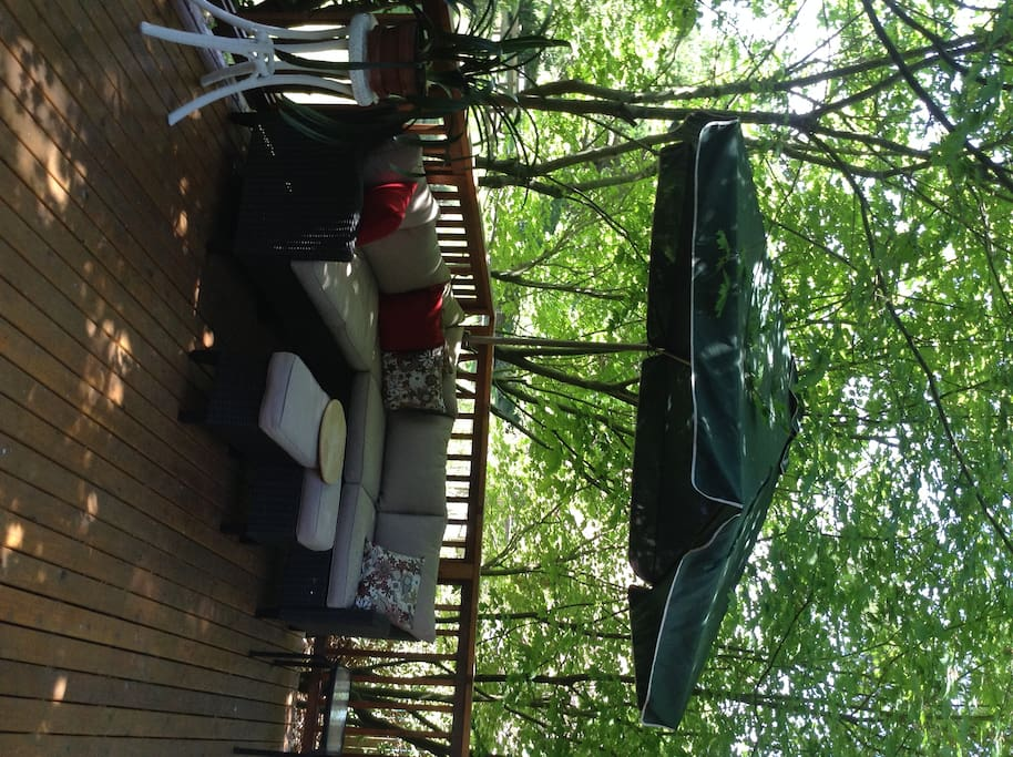 Spacious, furnished, shaded deck