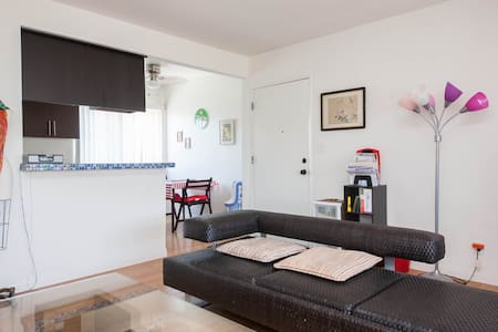 Remodeled 2 bdrm apt. in Gardena - Gardena - Apartment