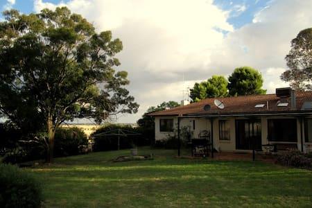 Rockview Farmstay - Wagga Wagga - Casa