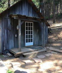 "Sierra Forest Glen B&B""Cedar Cabin"" - Mi-Wuk Village - Cottage"