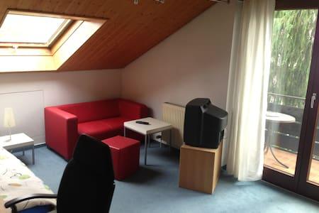 Zimmer in ruhiger und gemütlicher Doppelhaushälfte - Talo