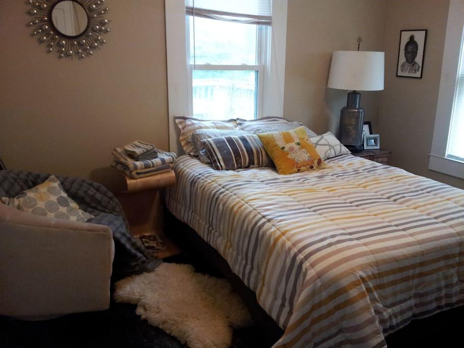 Cozy bedroom with queen bed.