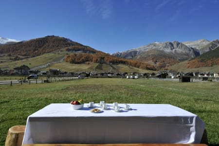 Enjoy both romance and the great outdoors - with an Italian Alps retreat! Boasting a breathtaking alpine landscape, this beautiful holiday home offers an idyllic haven to enjoy throughout the year!