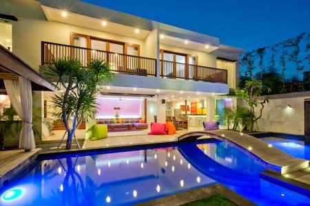 Villa True Colors, 6 BR, Seminyak