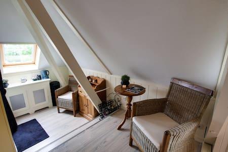 Gezellige familiekamer de Terpkamer - Ferwert - Bed & Breakfast