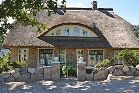 Haushälfte 01 Kapitänshus - House