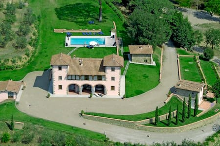 Biancospino, real Chianti life