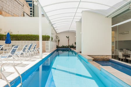 Comfortable apartment strategically located with all the safety you need to be able to explore Sao Paulo by foot. Staying close the bohemian Augusta and Paulista Ave is a privilege.  All in a great condo with pool, sauna, gym, laundry and garage