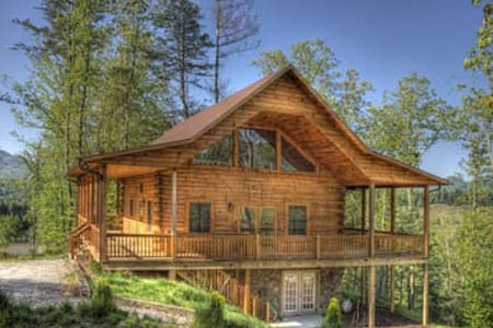 Deep Creek Overlook w/Gameroom - Bryson City - Cottage