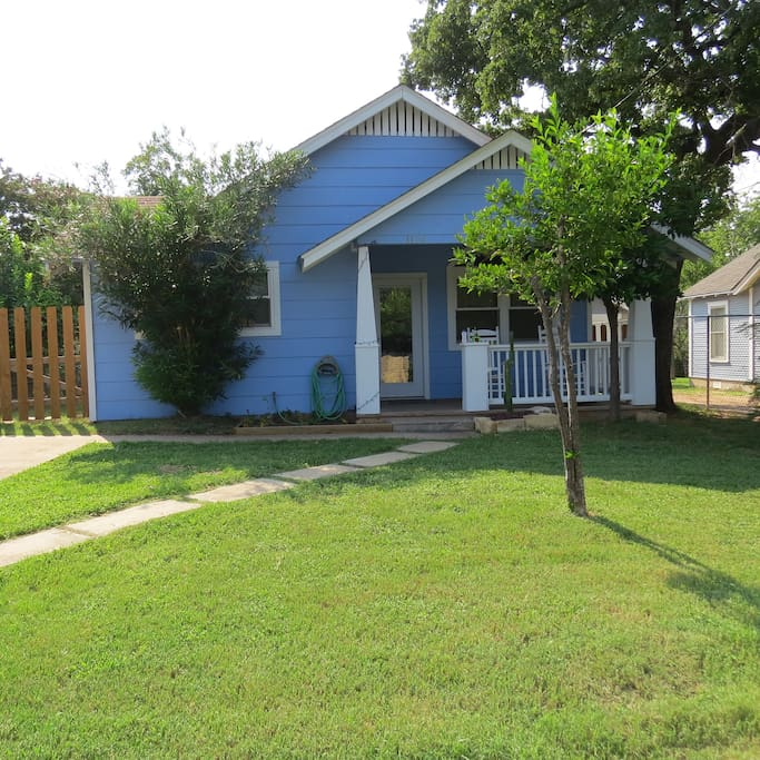 austin craftsman backyard oasis houses for rent in austin
