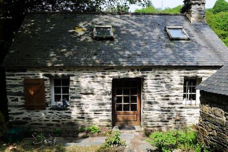 Maison bretonne et écrin de nature - Saint-Rivoal - Huis