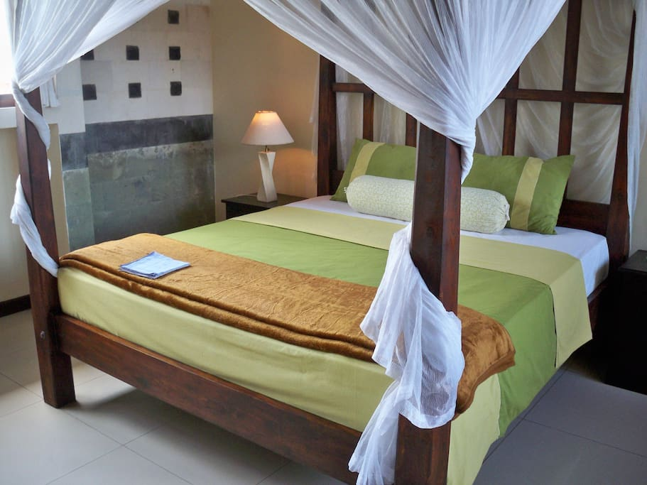 Kingside bed with moscito net