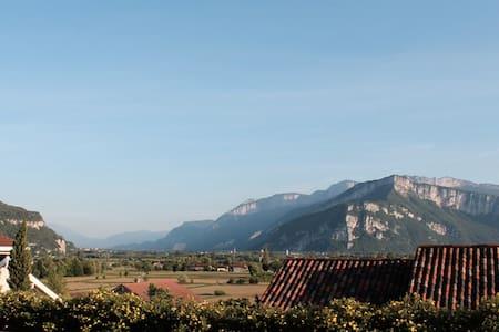 Au calme à proximité de Voiron et Grenoble - Haus