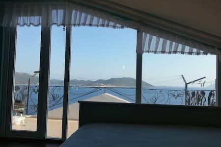 Cozy room with amazing view! Centre - Huoneisto