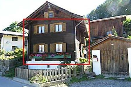 300 year old wooden farmer house - Rumah