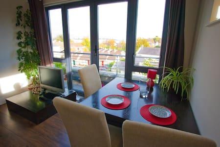 Dublin, Monkstown, Penthouse - Blackrock - Apartamento com serviços incluídos