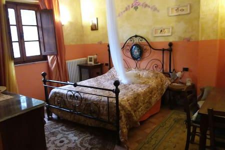 Camera in antico stile toscano - Toscana, IT - Bed & Breakfast