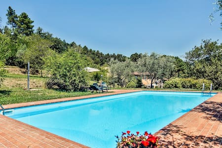 Life in the countryside with exclusive pool - Villa