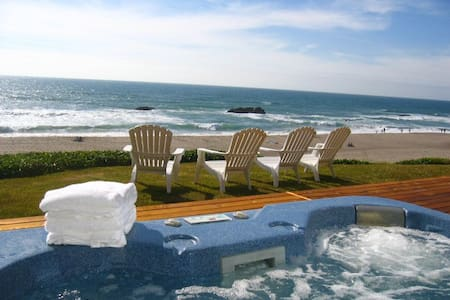 OCEANFRONT, HOT TUB, WALK TO CASINO - Lincoln City - Hus