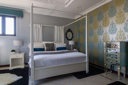 Luxury double bedroom with en suite - Dubai