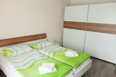 Friendly guesthouse with 5 rooms - Ev