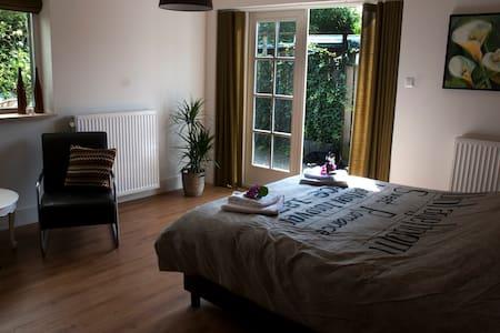 Bed and Breakfast Pellegrino - Schimmert - House