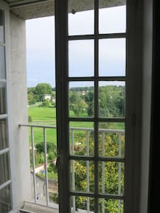Room with view on the valley. - Château-Landon - Aamiaismajoitus