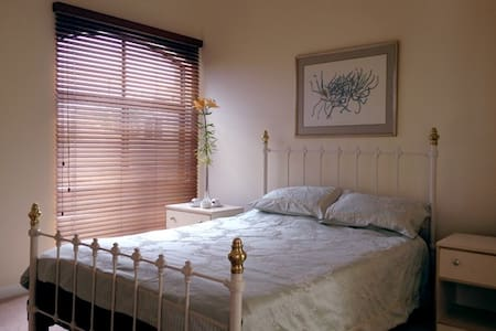 Martha's Rest - The Ocean Suite - Perth - Bed & Breakfast