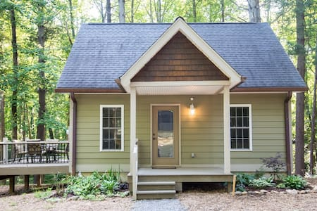 Blue Ridge Cottage  5 Acre Forest