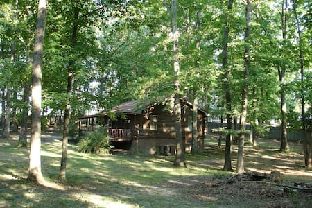 Log Cabin on wooded acre - Tuscumbia - Cottage
