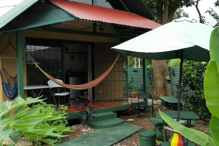 Jaco Beach Bungalow A/C , Surf&relax - Jacó - Bed & Breakfast