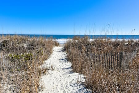 Oceanfront and Relaxing!! - Surfside Beach