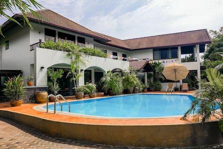 Villa Volpi Bed & Breakfast - Tambon Bang Chalong - House