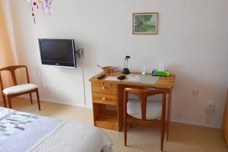 Helles Zimmer mit Weitblick - Apartamento