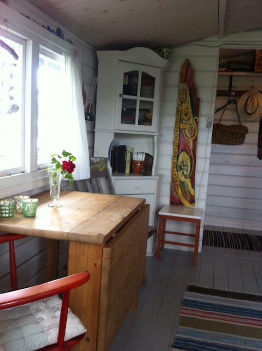 Et rigtigt sommerhus! 20 m2 hytte.