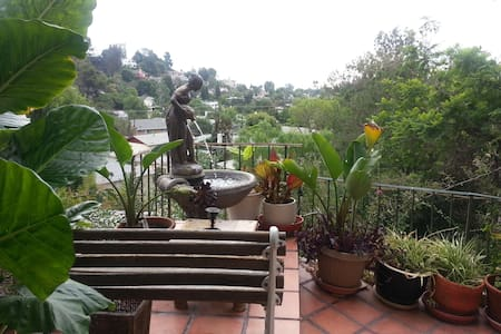 Hollywood Hills Mother in law apt