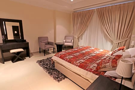 Beautiful 1 BD Apartment in the heart of The Pearl - Doha - Apartment
