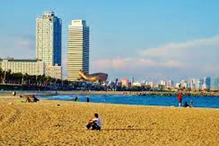 ROOM NEAR THE BEACH BARCELONETA!!