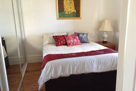 Dog friendly room in Bondi Junction - Bed & Breakfast