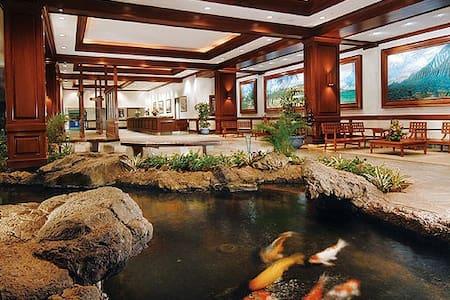Luxury at the Waikiki Banyan