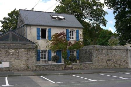 Maisonnette - Centre Landerneau - Hus