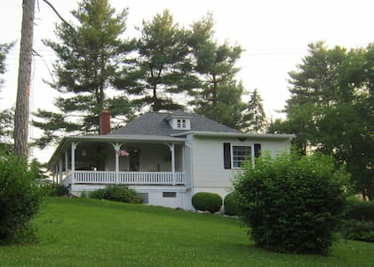 Historic Cottage Minutes to Hershey - Annville
