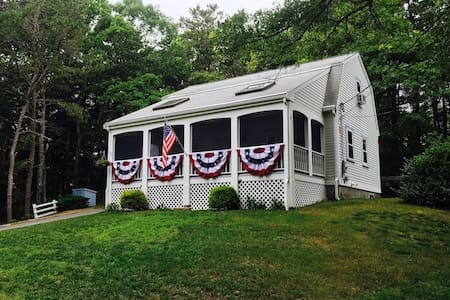 Charming cottage, walk to Craigville Beach! - Barnstable - 独立屋