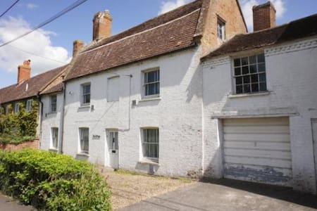 Ivy Cottage on Ilchester main road - Casa