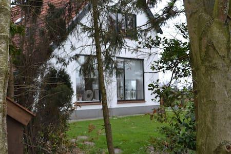 Knus, rustig, gastvrij en centraal! - Zomerhuis/Cottage