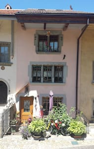 Cosy flat in medieval village of Gruyères - Apartment