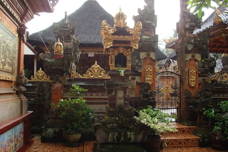 Live in Balinese House